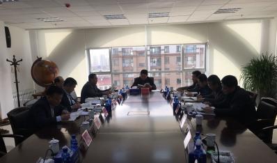 公司党委理论中心组进行集体学习